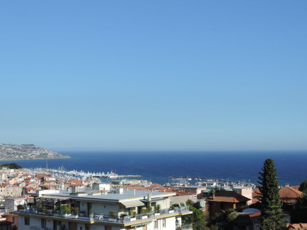 Sanremo quadrilocale di ca 120 mq vista mare suma - Villa privata con piscina ...