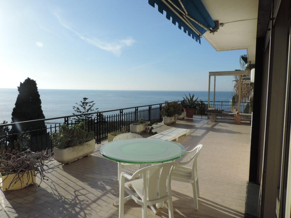 Sanremo attico 150 mq da ristrutturare grande terrazzo - Villa privata con piscina ...